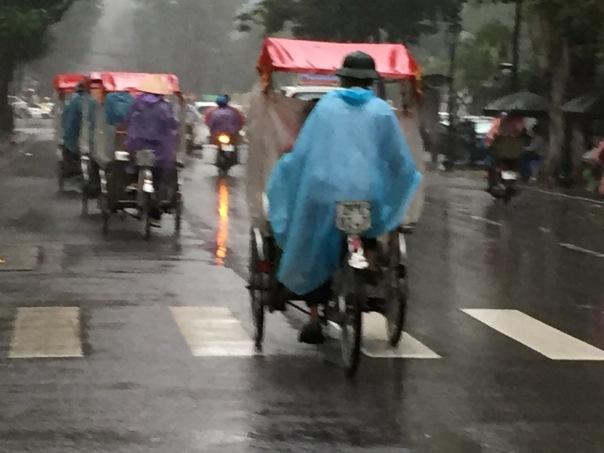 Hanoi-Rickshaw-rush-hourIMG_1802